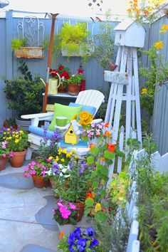 25 Exciting Backyard Landscaping with Bird House in a Spring For Your Dream House - Garden Junk, Love Garden, Summer Garden, Garden Art, Fence Garden, Dream Garden, Garden Ideas, Backyard Garden Design, Backyard Landscaping