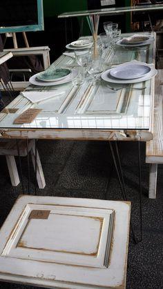 mesa con puerta reciclada: