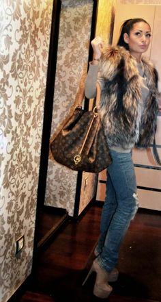 I like this fashion style! I think it is so chic! #denim + #fur + Louise Vuitton #bag!
