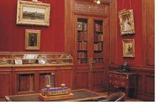 : En la sala Escritorio Luis XVI, se encuentra la biblioteca donde puede observarse la colección de libros de historia de la arquitectura del S. XIX-XX y a su derecha una cómoda estilo transición Luis XV-XVI revestida en madera de palo de rosa y palo de violeta con tapa de mármol.  Leer más: http://www.monografias.com/trabajos73/relaciones-mueble-estilo-burguesia-oligarquica/relaciones-mueble-estilo-burguesia-: En la sala Escritorio Luis XVI, se encuentra la…