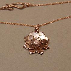 I love this necklace..simple, elegant