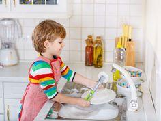 Montessori: le attività di vita pratica | Donna Moderna