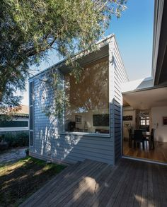 374 Hamilton / Bourne Blue Architects Addition to federation house. Flow of space (interior to exterior) Traditional weatherboard material. Large windows.