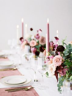 Our Latest Wedding Color Crush: Mauve Rose wedding table decor: Photography: Jamie Rae Photo - jamie Dusty Rose Wedding, Maroon Wedding, Purple Wedding, Wedding Flowers, Spring Wedding, Fall Flowers, Burgundy Flowers, Wedding Bouquets, Deep Burgundy