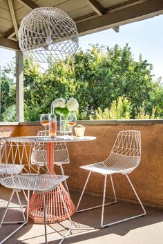 Magnificient Small Balcony Designs You Have Never Seen Before 08 Eclectic Outdoor Furniture, Outdoor Furniture Small Space, Natural Outdoor Furniture, Furniture Top View, Painted Outdoor Furniture, Outdoor Furniture Design, Balcony Furniture, Furniture Layout, Furniture Ideas