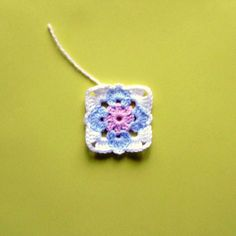 Granny square #miniature tutorial...in French (Chrome can translate)