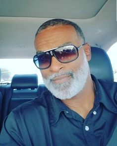 Felton, This is Fifty Black Men Beards, Handsome Black Men, Gorgeous Black Men, Beautiful Men, 80s Fashion Men, Celebrities Fashion, Fashion History, Beard Game, Black Men Hairstyles