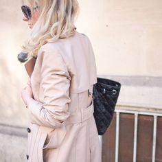 Spring Looks, Stylish Outfits, Sunnies, Fashion Backpack, Autumn Fashion, Raincoat, Instagram Images, Fall Winter, Ruffle Blouse