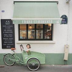 Charming Places a little mint Restaurant Cafe Design, Store Design, Interior Design, Cafe Shop, Cafe Bar, Cafe Industrial, Merci Paris, Shop Fronts, Retail Space