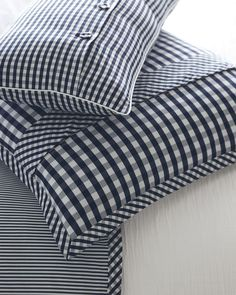 This duvet cover allows for beautiful pattern play with an oxford stripe on one side and a classic gingham on the other. This duvet cover allows for beautiful pattern play with an oxford stripe on one side and a classic gingham on the other. Sewing Pillows, Diy Pillows, Decorative Pillows, Cushions, Luxury Duvet Covers, Luxury Bedding Sets, Cushion Cover Pattern, Patchwork Cushion, Luxury Towels