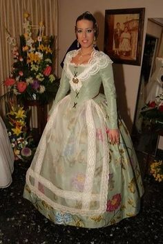 victoria liceras trajes indumentaria valenciana - Buscar con Google 1700s Dresses, Old Dresses, Pretty Dresses, Beautiful Dresses, Historical Costume, Historical Clothing, 18th Century Dress, Edwardian Clothing, Period Costumes