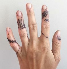 Finger tats, flower finger tattoos, finger piercing, piercing tattoo, s Future Tattoos, New Tattoos, Body Art Tattoos, Hand Tattoos, Small Tattoos, Cool Tattoos, Tattoos On Fingers, Piercing Tattoo, Finger Piercing