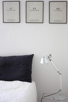 Homevialaura | timeless bedroom | Balmuir linen pillow case in dark grey | Artemide Tolomeo | Kartell Jolly night stand | gallery wall