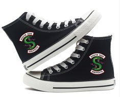 Riverdale Southside Serpents Chaussures en toile – wearGG Source by bungbing_piggy Top Shoes, Women's Shoes Sandals, Wedge Shoes, Me Too Shoes, Shoes Sneakers, Converse Shoes High Top, Shoe Wedges, Women's Sneakers, Fashion Sandals