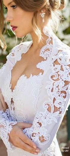 THINGS {SHE} LOVES: Pittsburgh Wedding Planner - Sleeved Wedding Dress #JulieVino #lace #weddingdresstrends #weddinggown #sleeves #sleevedgown #fallbride #winterbride #shaylahawkinsevents #pittsburghweddingplanner #weddingdress