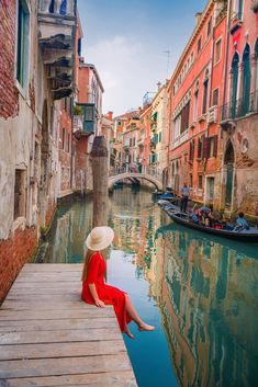 This 10 days in Italy itinerary will help you plan your perfect trip to Italy in 10 days! From Rome and Venice to The Dolomites and Cinque Terre. Italy Honeymoon, Italy Vacation, Venice Travel, Italy Travel, Venice Photography, Travel Photography, 10 Days In Italy, Visit Venice, Italy Fashion