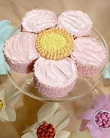 Cute flower cake/cupcake idea - would look great with several of them on a tiered cake stand!