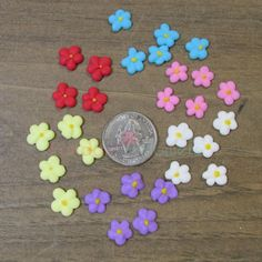 """100 Royal Icing MINI Drop Flowers 3/8"""" For Cupcakes, Cake pops"""