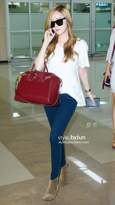 SNSD Jessica casual but stylish airport fashion =)