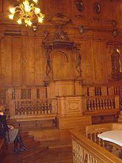 Théâtre anatomique construit en 1649, un des rares à avoir été conservés, se trouve dans le Palais de l'Archiginnasio à Bologne, Italie. Restauré en 2006, on trouve à l'intérieur, qui désormais se visite, les 12 statues de bois de plusieurs grands anatomistes passés par la ville et l'université de Bologne, ainsi que 2 figures marquantes de l'histoire de la médecine durant l'Antiquité grecque. Jusqu'au Moyen Age, l'école de Bologne se distingua dans le domaine des études médicales et…