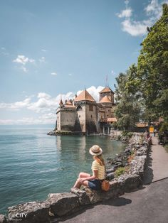 Chateau / Schloss Chillon bei Montreux am Genfersee, Schweiz Ausflugstipps City Photography, Nature Photography, Wonderful Places, Beautiful Places, Travel Around The World, Around The Worlds, Swiss Travel, Van Life, Beautiful World