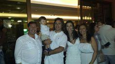 En la fiesta de blanco con Nuno, Rita y Guillerme, grandes amigos y fantástica labor en el GAS (Grupo de Acción Social). #anabelycarlos blog.carlossanin.com