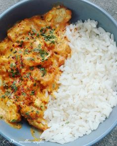 Curry de poulet à la tomate - Des recettes simples-la cuisine de Sandy Hühnchen-Curry mit Tomate - Einfache Rezepte - Sandy kocht recipes Crockpot Recipes, Chicken Recipes, Cooking Recipes, Healthy Recipes, Simple Recipes, Curry Recipes, Healthy Chicken Sauce, Cooking Ingredients, Free Recipes