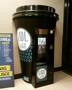 A coffee vending machine. the shape likes a coffee cup. Tea Vending Machine, Vending Machine Business, Coffee Vending Machines, Coffee Machine Design, Coffee Shop Design, Kiosk Design, Design Lab, Vendor Machine, Mobile Coffee Shop