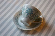 Raija Uosikkinen | TUULIKKI | Arabia Finland Kitchenware, Tableware, Ceramic Cups, Ceramic Painting, Scandinavian Style, Finland, Coffee Cups, Retro Vintage, Dishes