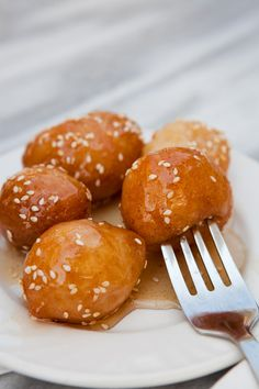 Food Photography: Loukoumades (Greek doughnuts) with honey and sesame Greek Sweets, Greek Desserts, Greek Recipes, Italian Recipes, Beignets, Cute Food, Yummy Food, Healthy Food, Tasty