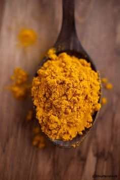 Turmeric ~ A true SUPER-FOOD. It has known anti-cancer, antioxidant, and anti-inflammatory capacities. A recent study showed that it significantly increased the lifespan of roundworms, fruit flies, and mice that consumed it on a daily basis. Hemsley And Hemsley, Nutrition, Health Remedies, Healthy Choices, Natural Health, Health And Wellness, Healthy Living, Clean Eating, Food And Drink