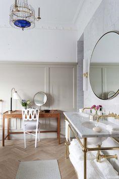 Floorboards and dressing table Bathroom | Ett Hem Hotel, Stockholm, designed by Ilse Crawford