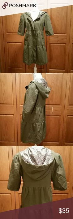 Tulle Three Tier Army Green Lightweight Coat 100% cotton exterior with Hood and hidden zip up front. Half Sleeve and two side pockets. Excellent condition. Lining is 100% polyester so perfect for Fall or Spring. Breastline across laying flat measures 18.5 inches, shoulders to bottom of coat measure 33.5 inches. Sleeve inseam 8. Be a trendsetter with this cute quality made coat by Tulle. Tulle Jackets & Coats Trench Coats