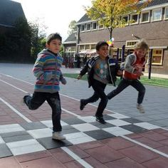 Dutch organization for kids play -- SchoolSpeelPlein Deventer Outdoor Education, School Decorations, I School, Physical Activities, Childcare, Kids Playing, Cool Kids, Kindergarten, Homeschool