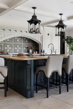 Tudor Kitchen, Gothic Kitchen, Cuisine Tudor, Home Decor Kitchen, Home Kitchens, Remodeled Kitchens, Maison Tudor, Casas Tudor, Casa Estilo Tudor