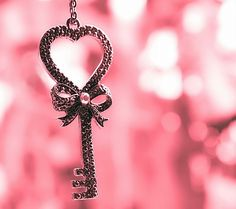 Find images and videos about pink, heart and key on We Heart It - the app to get lost in what you love. Vintage Pink, Vintage Keys, Vintage Heart, Key To My Heart, Love Heart, Pink Love, Pretty In Pink, Bright Pink, Bling Bling