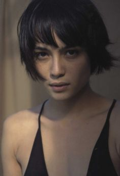 Shannyn Sossamon *Don't think that's her but still amazing hair