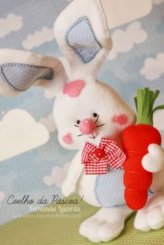 The cutest bunny ever!  Free pattern and tutorial in Portuguese Boutique do Feltro