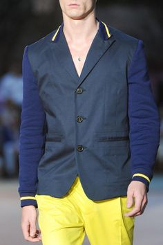 View all the detailed photos of the Antonio Marras men's spring / summer 2015 showing at Milan fashion week. Mens Yellow Pants, Antonio Marras, Milan Fashion Weeks, Well Dressed Men, Ss 15, Spring Summer 2015, Fashion Men, Personal Style, Suit Jacket
