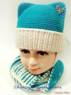 Связала для внучки комплект шапочка и шарф. Шапочка по платному МК. Шапочка с цельновязанными ушками крючком, отворот спицами. Шарф спицами двухцветная английская резинка.