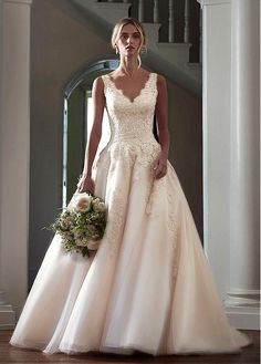 Fabulous Tulle V-neck Neckline A-line Wedding Dresses with Lace Appliques