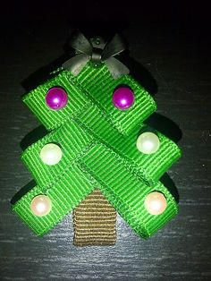 Tutorial on how to make your own Christmas tree hair clip for a little girl or Baby's headband! Super Cute!