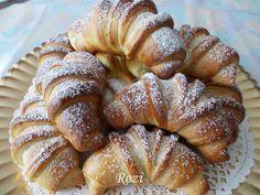 Rozi Erdélyi konyhája: Kelt kifli, diótöltelékkel Hungarian Desserts, Hungarian Recipes, Bread Recipes, Cake Recipes, Cooking Recipes, Poppy Cake, Ring Cake, Cakes And More, Bread Baking