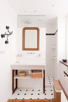 """Beautiful collection of open showers––love the idea of this """"shower room"""" that is almost completely enclosed by the extension of a wall for vanity/sink. Wonder if this would work well in our new bathroom?"""