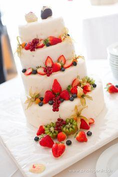 Hochzeitstorte Marzipanüberzug Früchtedekoration