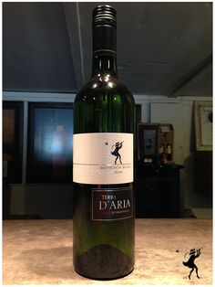 A fresh, tropical style of Sauvignon blanc with hints of guava, melon, asparagus and gooseberry aromas and flavours. White Wines, Tropical Style, Sauvignon Blanc, Seafood Dishes, Perfect Fit, Drinks, Bottle, Drinking, Beverages