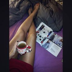 Santa is on my bed 🎅 #morning#xmas#onbed#celebrity#magazine#green#tea#santa#edition 🎄🎀🎆