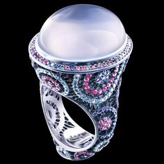 1 cabochon moonstone 18,99 ct  146 diamonds 0,62-0,67 ct  147 blue sapphires 0,78-0,83 ct  171 pink sapphires 0,94-0,98 ct  18K white gold 11,2-11,7 g