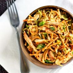 Asian Chicken Salad – Pinch of Yum Asian Chicken Salad with edamame, crunchy chow mein noodles, and a sweet peanut dressing. I Love Food, Good Food, Yummy Food, Tasty, Great Recipes, Dinner Recipes, Drink Recipes, Asian Chicken Salads, Asian Salads