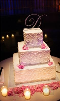 I like the icing design; not in love with the ribbon